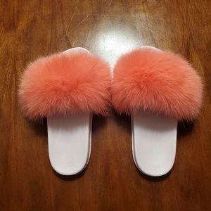 Adorable faux fur slippers - sz 8. See description